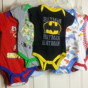 NWT 10 BABIES ONESIES FROM 0-9 MONTHS